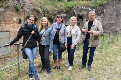 Betriebsausflug Obernai Fort De Mutzig Vor Der Festungsanlage
