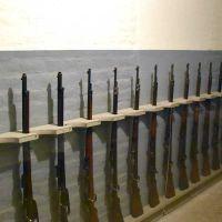 Vorrichtungen zur Lagerung der Waffen.
